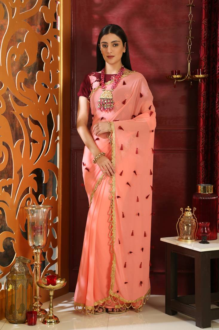22323ca170 So grab this saree and girls spread your fashion wings out! In order to  complete your look try winged eyeliner with this style of saree.